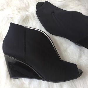 Bandolino Black Ankle Wedge Split Boots.